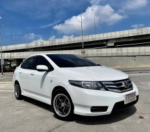 2013 Honda CITY 1.5 S i-VTEC รถเก๋ง 4 ประตู ออกรถง่าย