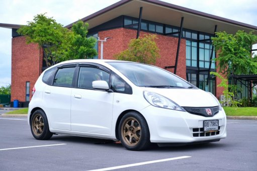 Jazz GE 1.5 V(AS) ปี2011 จัดฟิตติ้งสวยพร้อมซิ่ง ในราคาเบาๆ รถสวย ไม่เคยเฉี่ยวชนแน่นอน